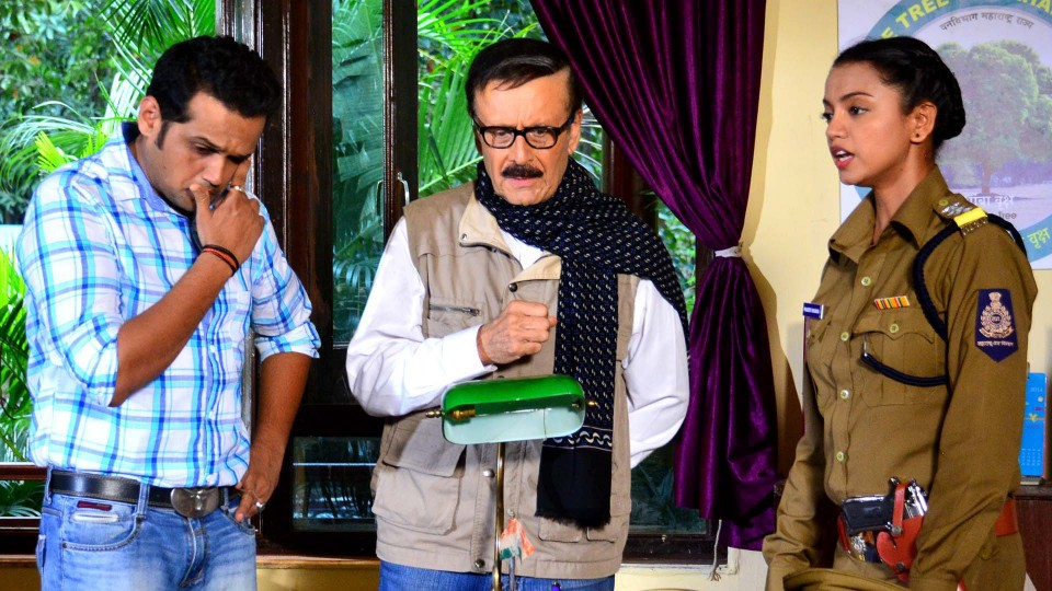 Parikshet Sahni will be seen in new serial Pakriti which airs on Doordarshan .