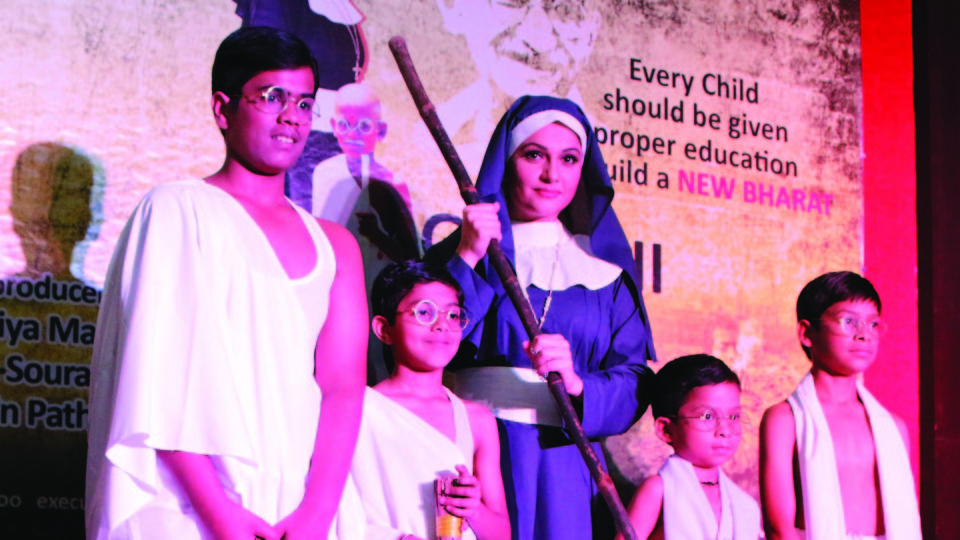 """Gandhi – The Hero"" held its mahurat shot at Aiwan-e-Ghalib,Delhi with Gracy Singh and Children."