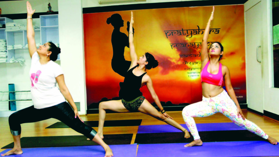 Anusmriti Sarkar, Marisa Verma, Ekta Jain & Mandeep Kaur Sandhu did yoga on World Yoga Day in Mumbai.
