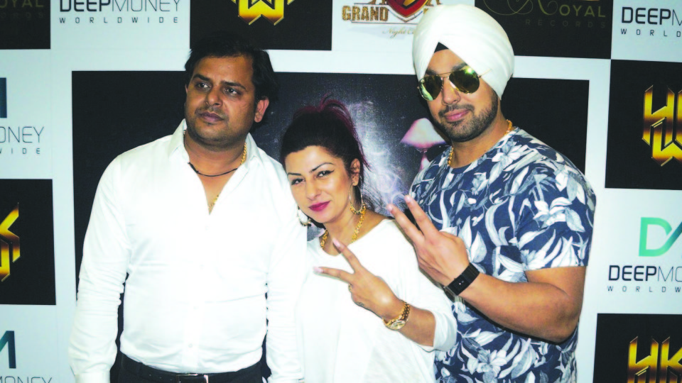 DEEP MONEY AND HARD KAUR WERE IN CENTRE STAGE MALL,NOIDA TO PROMOTE THEIR UPCOMING SINGLE TRACK 'RANJHA'