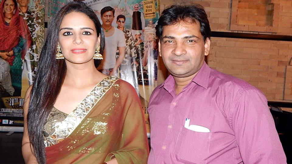 Ajay Shastri (Editor & Director) BCR NEWS (Online News Channel) & BOLLYWOOD CINE REPORTER (National Hindi Film Trade Newspaper) with Actress Mona Singh
