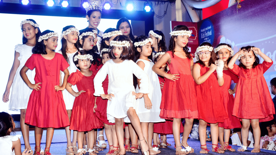 Fashion News: JUNIOR'S FASHION WEEK- A SNAPSHOT OF THE GRANDSTAND